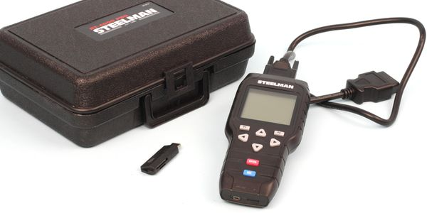 The Steelman RT-4000 Pro includes a sturdy carry case, the tool device, DLC cable, USB adapter...