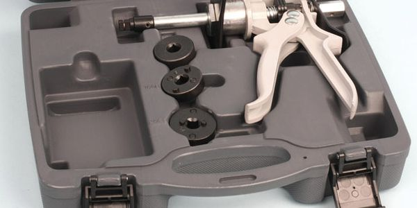 Lisle's new Disc Brake Combination Kit allows you to easily compress caliper pistons for both...