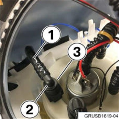 This example shows the connections completed. Be sure to inspect the suction line for kinks.