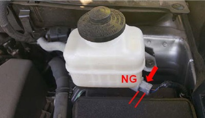 Example of fluid level sensor not fully connected.