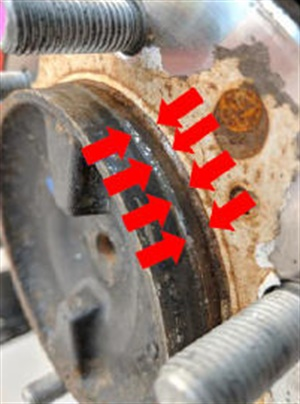 If rust buildup on the rear axle flange is present, clean off with a wire brush.
