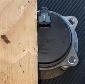 If the SST installer tool is not available, use a flat wood board and hammer to gently tap the sensor into place, maintaining the clock position of the sensor connector.
