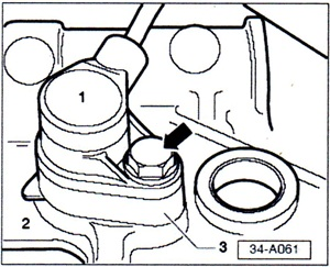 Remove the spacer (No. 3 shown here) located between the engine speed sensor and the gearbox.