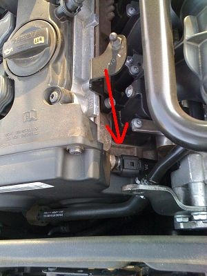 Note the location of the camshaft position sensor.