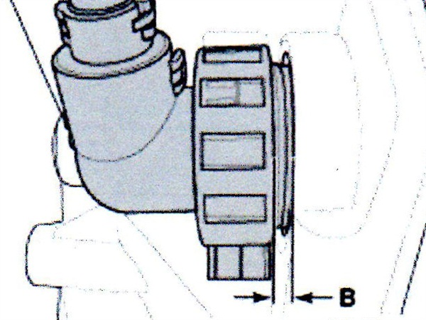 Once installed correctly, the distance between the transmission harness connector and the housing surface (B) should not exceed 3mm.