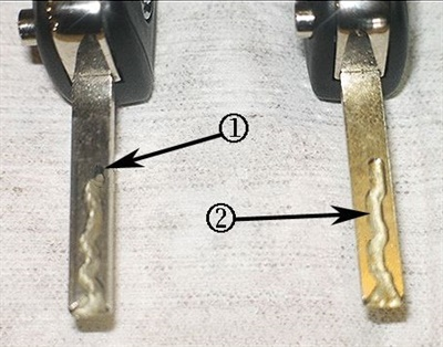 Side-mill keys can malfunction due to debris in the cut (left). Clean the groove with a fine wire brush and a soft cloth (right).
