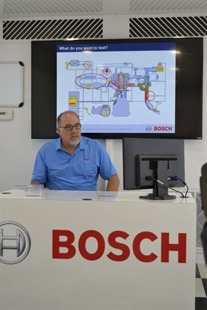 Mark DeKoster leads a virtual reality workshop developed by Bosch to help shops train their techs to service GDI engines.
