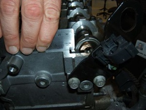 With cylinder #4 exhaust valves fully open, the exhaust cam reluctor should be parallel to the rocker cover gasket.