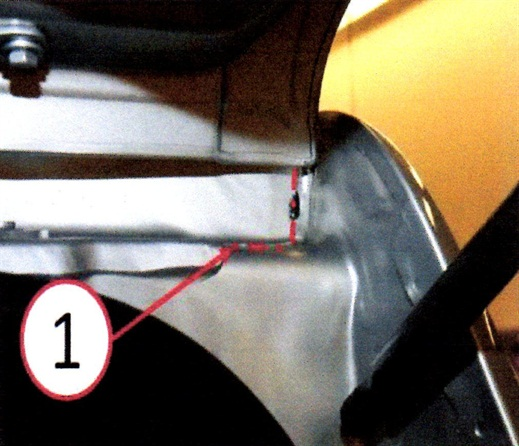 Figure 3: Clean the roof ditch seam with isopropyl alcohol and a lint-free cloth. (1).