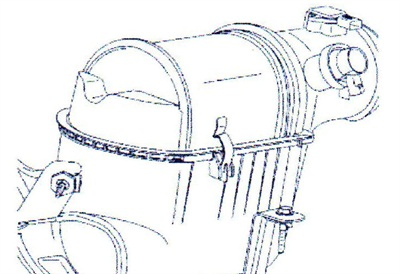 The snow deflector gasket must be secured to the top of the filter. The gasket simply rests on the edge of the airbox.