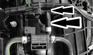 Remove the vacuum tee and hose connecting to the turbo vacuum regulator solenoid.