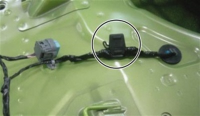 Note location of in-line fuse installed.