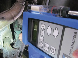 You will discover that an emissions analyzer, such as this one from Ansed Diagnostic Solution, can be used to easily detect a variety of leaks with the use of CO2.