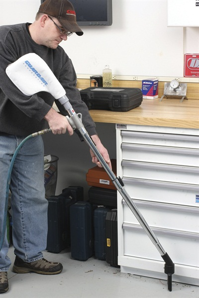 Floor cleaning is easy with the telescoping extension, and tool balance is excellent.