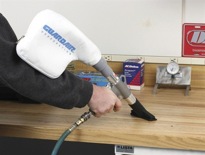 Installing the tip of your choice directly to the gun is ideal for close-quarters cleaning.