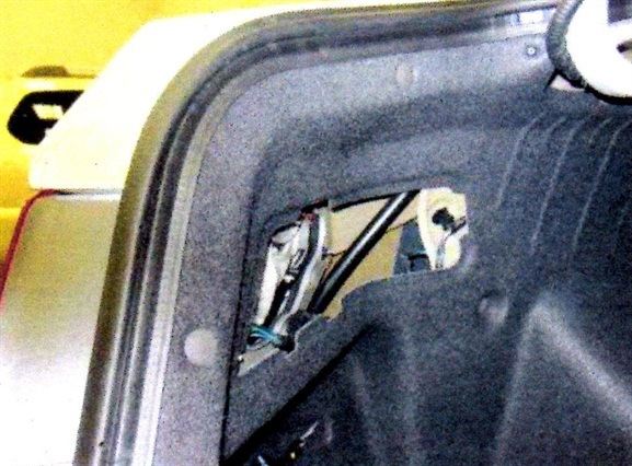 Remove the LR service panel in the trunk to access the fuel door actuator.