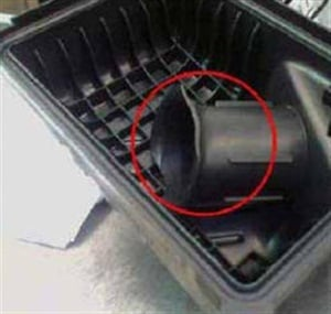 Example of the air filter housing with a diffuser on the 2.0L engine.
