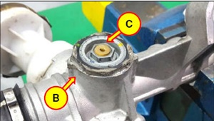 Before loosening the yoke plug, clean off any debris to prevent contamination.