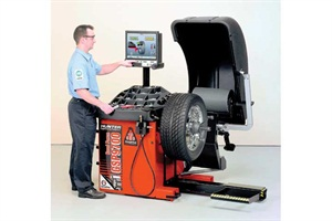 The best method of determining a mounted tire's radial force variation is to run the assembly on a balancing machine that features a load-force road wheel. The example shown here is Hunter's GSP9724.