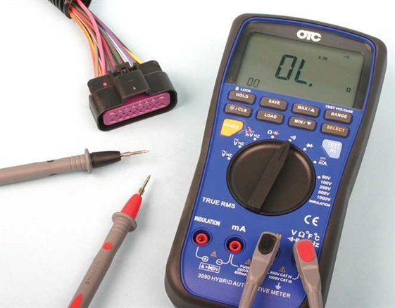 Pin-type probes allow testing even the smallest terminals.