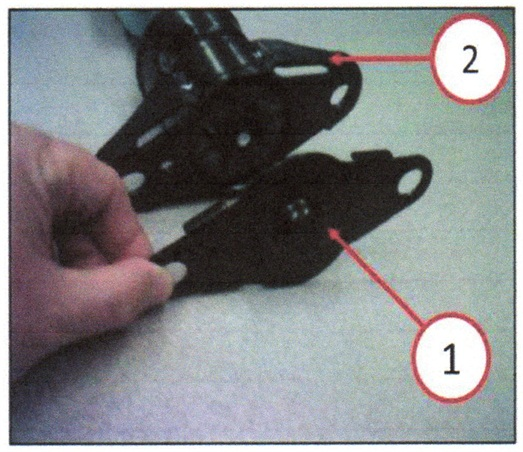 Remove the protective cap from the upper shock mount.