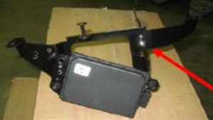 Note the arrow pointing to a detached ball socket, with the sensor hanging free. The sensor must be fully attached.