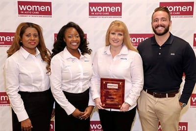 (Left to right): Ann-Marie Hines, Aubry Baugh and Dawn Gonzalez of Lumileds, and Jake Spencer of Barolin + Spencer, accept the Automotive Communications Award for Best Media Outreach to Female Audience during the 2018 Automotive Communications Awards.