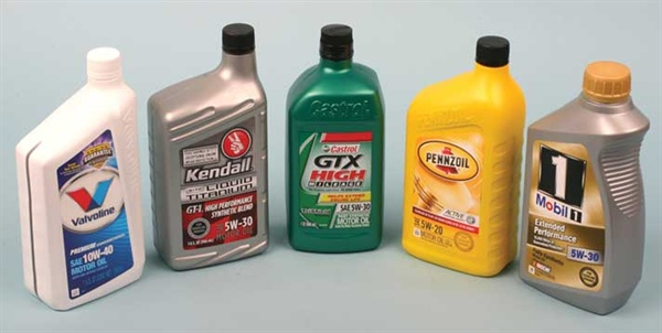 """A wide variety of engine oils are available today, including """"conventional"""" petroleum-based oil, conventional/synthetic blends, a wide range of viscosities, and full-synthetic oils. Pictured here are examples. While some oil makers offer only full synthetics, others offer a choice of conventional, blends and full-synthetic oils."""