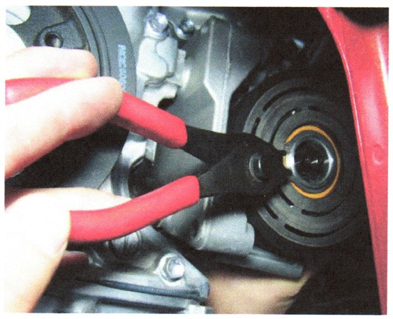 Use a 45-degree circlip tool to remove the pulley clip.