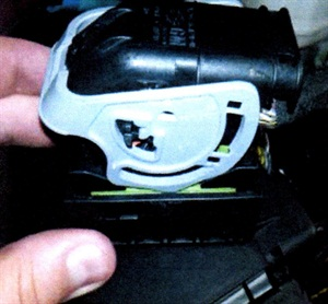 Inspect the connector body and lock to see if a wire has been pinched.