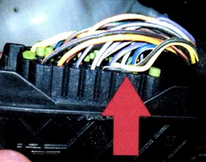 It has been found that terminal X105 may have a pinched wire.