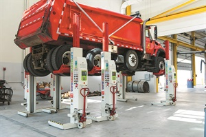 Mobile columns may be moved and positioned on a per-vehicle-application basis, making them idea for extreme heavy-duty applications. Photo courtesy of Stertil-Koni USA