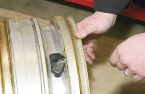 Before installing a sensor, make sure that the wheel well is cleaned of dirt, debris or oils.