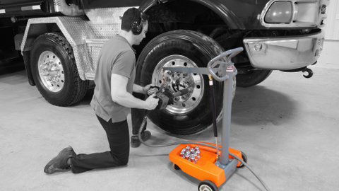 In addition to working at vehicle lift height, supporting the tool weight at low working height...