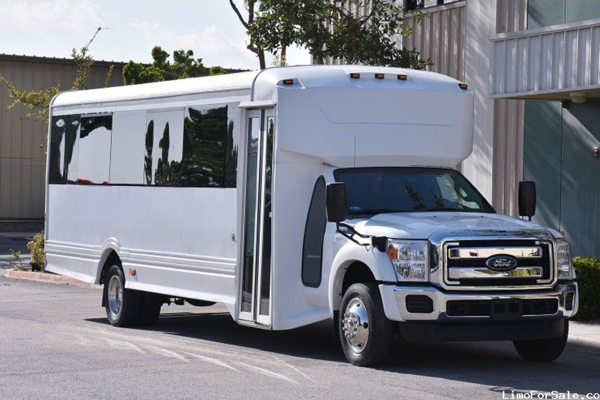 FONTANA, Calif. — This used 2013 Ford F-550 minibus built by LGE Coachworks is now available on...