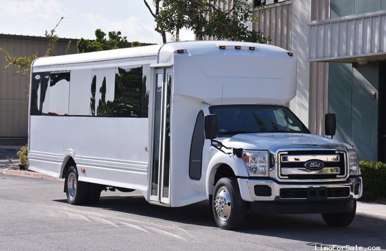 Ford Minibus Takes Travel Seriously