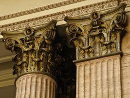 Ornate columns. Photo: Samuraijohnny - 2010 - Flickr