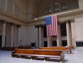 Chicago Union Station flag interior - Photo: V'ron - 2007 - Flickr