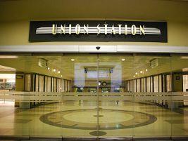 Chicago Union Station glass doors - Photo: Michael Kappel - 2010 - Flickr