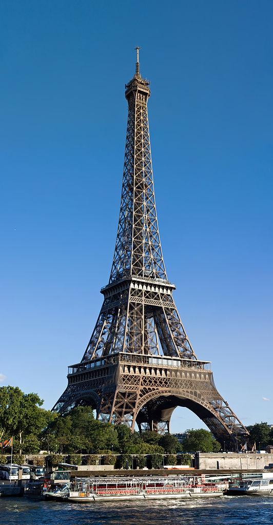 Paris' tour bus parking fees protested