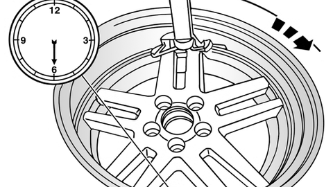 Figure 8: Mounting the bottom bead of the tire.