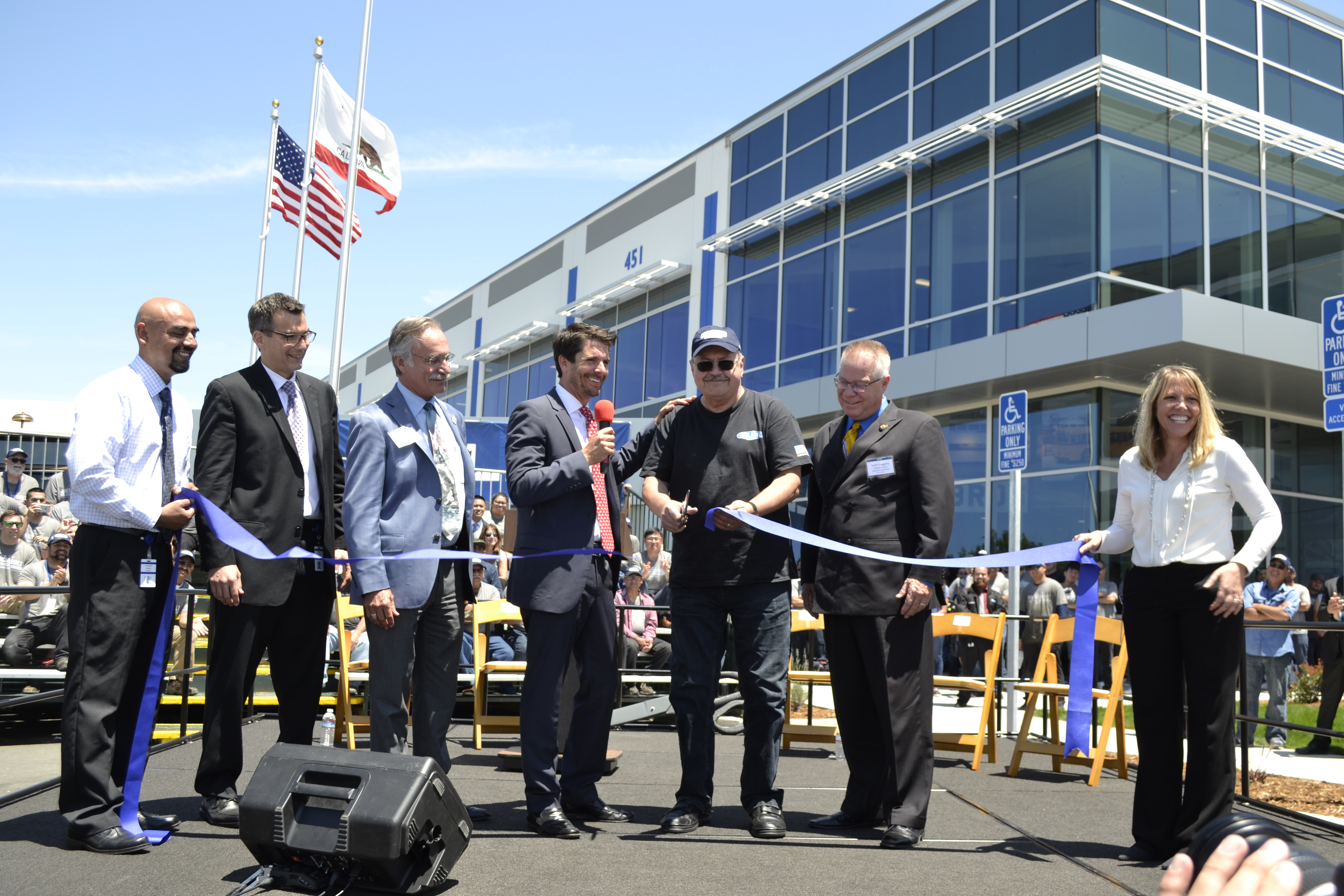 Gillig launches new 600K-square-foot facility in Livermore, Calif.