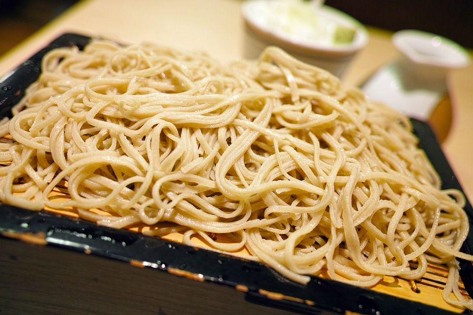 Tokyo Metro offers free noodles to ease rush-hour crowding