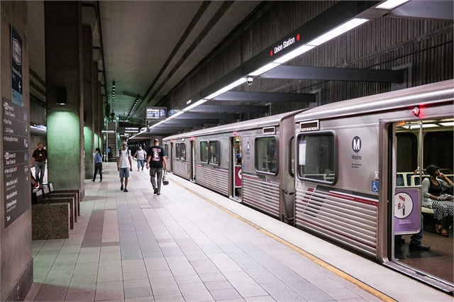 La Metro Makes T Mobile Cell Service Available On Red