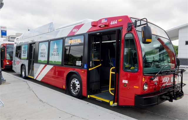 Via Debuts First Of 400 Plus New Cng Buses Bus Metro