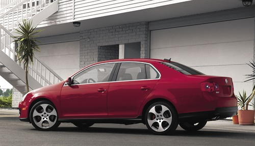 The TPMS on 2006 Voklswagen Jetta GLIs like the one above checks the tire pressures of all four road wheels, and warns in the event of a loss of pressure by means of symbols in the instrument cluster displays.