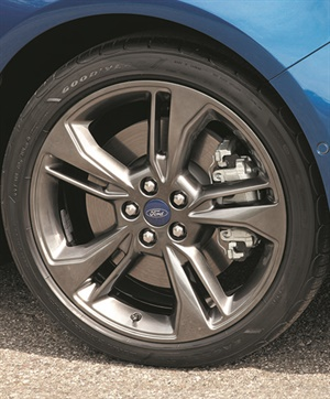 The size 235/45R18 Goodyear Eagle LS-2 tires on the 2017 Ford Fuzion are V-rated.