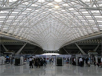 East Concourse of Guangzhou South Railway station. WikimediaCommons-Baycrest