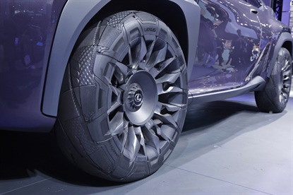 The design of the tires is created using Goody'ear laser carving technique.