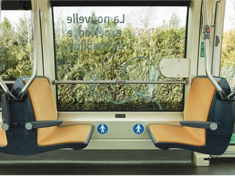 The addition of 20% more glass surface area— compared to a conventional bus — offers panoramic views. Alstom
